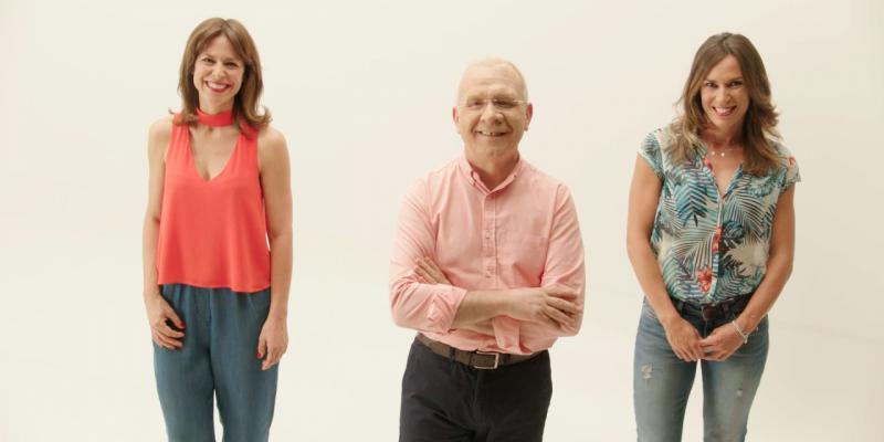 El doctor Nicolás Romero, licenciado en Medicina y en Ciencias de la Información, y su equipo, formado por Paula Butragueño, preparadora física, e Isabel Oñoro, psicóloga.